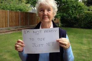 Po 70-tce pora umierać? Kontrowersyjne Cele Zrównoważonego Rozwoju w traktacie ONZ  [fot. Anne Sherlock, www.facebook.com/notworthlessat70]
