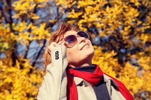 Po co nam okulary przeciws�oneczne jesieni�? [© lizavetta - Fotolia.com]