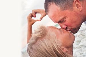 Pocałunek. Czy zdrowy dla zębów? [© petunyia - Fotolia.com]