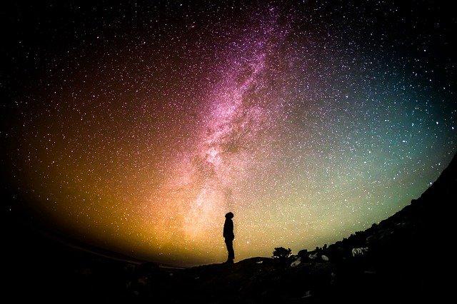 Poczucie jedności rzeczywistości daje większą satysfakcję z życia [fot. Free-Photos from Pixabay]