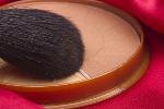 Podkłady mineralne - dlaczego warto sięgnąć po naturalne kosmetyki [© VIPDesign - Fotolia.com]