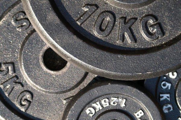 Podnoszenie ciężarów - trening szczególnie korzystny dla seniora [fot.  Pixabay]