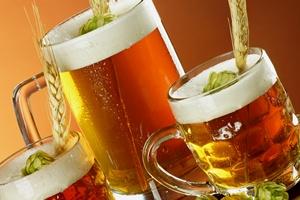 Polacy i piwo - lubimy wypić latem jasne pełne [© CUKMEN - Fotolia.com]