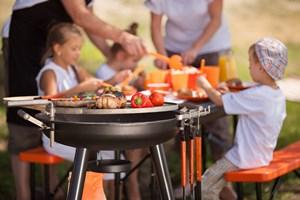 Polacy przy grillu: rodzinne spotkanie [© ArtFotoDima - Fotolia.com]