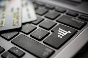 Polacy wciąż nie mają zaufania do płatności online [©  laszlolorik - Fotolia.com]
