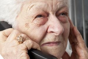 Policja ostrzega: Seniorzy, uwa�ajcie na oszust�w [© pololia - Fotolia.com]