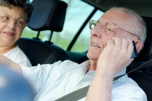 Polscy kierowcy używają komórek podczas jazdy. Pomimo zakazu [Fot. auremar - Fotolia.com]