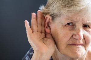 Polscy seniorzy tracą słuch [Fot. Marija - Fotolia.com]