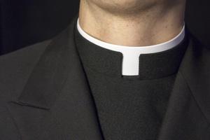 Polski Kościół pomoże ofiarom pedofili w sutannach? [© gregorydean - Fotolia.com]