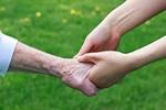Pomagamy starszym, ale g��wnie w rodzinie [© Chariclo - Fotolia.com]