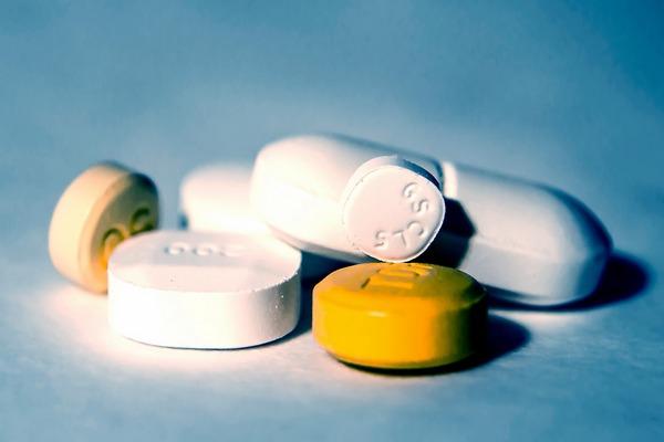 Popularne leki przeciwbólowe i antybiotyki pomagają przy depresji? [fot. Pasi Mäenpää z Pixabay]