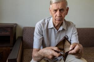 Portfel statystycznego Polaka coraz szczuplejszy. Rosną koszty życia [Fot. Zadvornov - Fotolia.com]