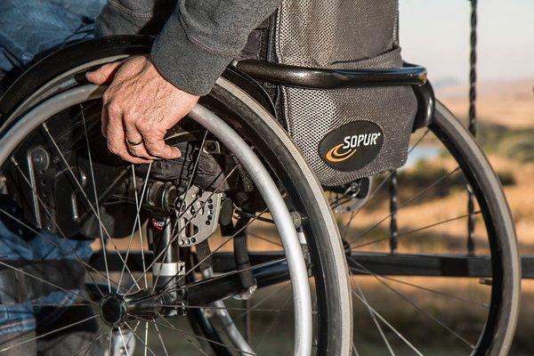 PowrÃłt do zdrowia po udarze - pomaga optymizm [fot. Steve Buissinne from Pixabay]
