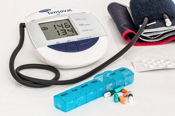 Poziom ciśnienia krwi u osób w średnim wieku pozwala przewidzieć demencję [fot. Steve Buissinne z Pixabay]