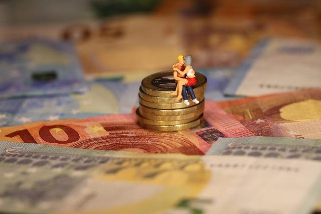 Poziom przywiązania w związku wpływa na finanse [fot. Wilfried Pohnke from Pixabay]