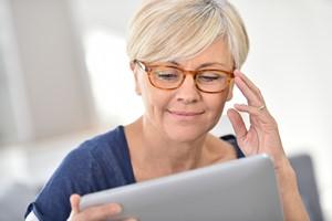 Praca i pierwsze problemy ze wzrokiem [© goodluz - Fotolia.com]