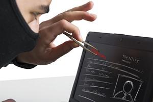 """""""Praca przez Internet. Wysokie zarobki"""" - uwaga na oszustów [© alphaspirit - Fotolia.com]"""