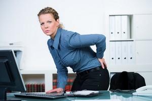 Praca za biurkiem moze być niezdrowa. Uważaj na te objawy! [© Picture-Factory - Fotolia.com]