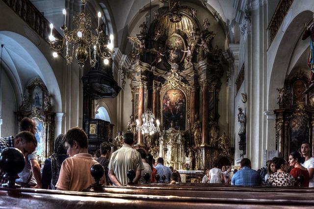 Praktyki religijne chronią przed rozpaczą [fot.  TheoRivierenlaan from Pixabay]