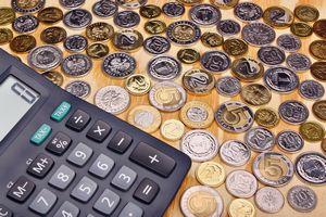 Prawie pół miliona Polaków poręcza kredyty. Żyrantami najczęściej są seniorzy [© adam88xx - Fotolia.com]