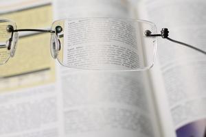 Presbiopia - jak odmłodzić starzejące się oko? [© Lorenzo Buttitta - Fotolia.com]