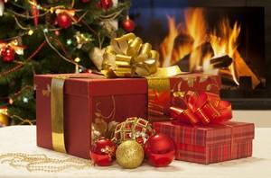 Prezenty świąteczne. Pomysły z Internetu - zakupy w tradycyjnym sklepie [© Alexey Kuznetsov - Fotolia.com]
