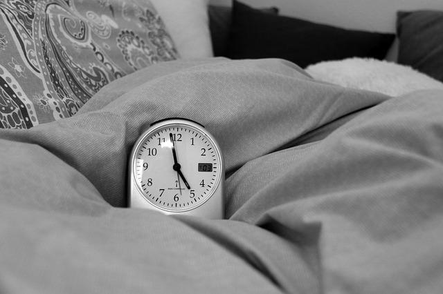 Problemy ze snem nasilają bóle [fot. Bella H. from Pixabay]