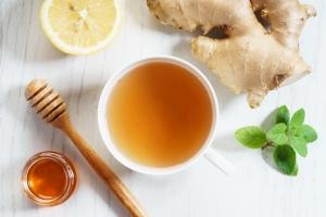 Prosty sposób na nieświeży oddech - herbata z imbirem [Fot. shersor - Fotolia.com]