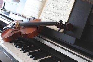 Prosty sposób na uniknięcie upadków - nauka gry na instrumencie muzycznym [Fot. Chekunov Alexandr - Fotolia.com]