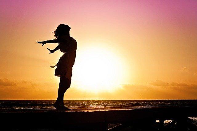 Prosty sposób na zmniejszenie bólu - wolniejsze oddychanie [fot. Jill Wellington from Pixabay]