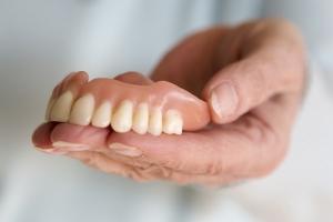Proteza zębowa. Jaką wybrać? [Fot. wernerimages - Fotolia.com]