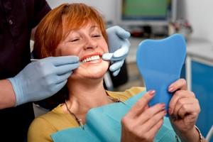 Protezy zębowe wymagają regularnej pielęgnacji. Tak jak naturalne zęby [© rh2010 - Fotolia.com]