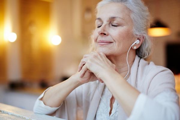 Prozdrowotna wartość spokoju i przyjaźni - chronią przed demencją [Fot. pressmaster - Fotolia.com]
