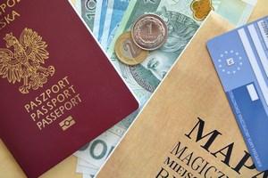 Przed wyjazdem na wakacje za granicą warto wyrobić EKUZ [© Pio Si - Fotolia.com]