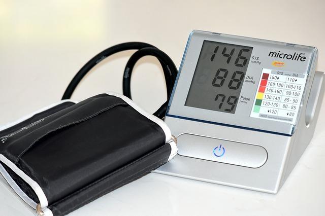Przed zmierzeniem ciśnienia krwi trzeba się uspokoić [fot. Peter Holmes from Pixabay]