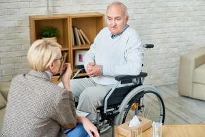 Przestrzeń publiczna nie dla starszych i niepełnosprawnych [Fot. seventyfour - Fotolia.com]