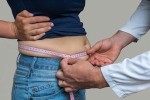 Przybierasz na wadze w dorosłym życiu? Grozi ci nowotwór [Nadwaga, © andriano_cz - Fotolia.com]
