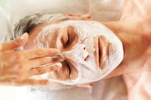 Przychodzi Kowalski do kosmetyczki - mężczyźni a uroda [© Yuri Arcurs - Fotolia.com]