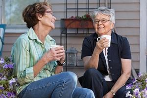 Przyjaźń i spokój - sposoby na ochronę przed demencją [© Tyler Olson - Fotolia.com]