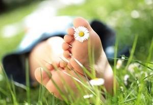 Przykre konsekwencje źle dobranego obuwia [fot. Stopy. ENEL-MED]