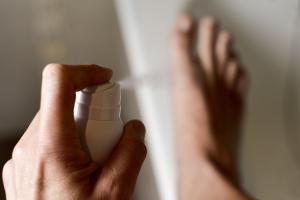 Przykry zapach stóp - jak sobie z nim poradzić? [Fot. nito - Fotolia.com]