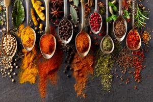 Przyprawy i nasiona, które warto wprowadzić do diety  [Fot. Dionisvera - Fotolia.com]