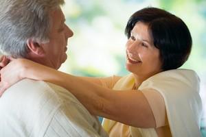 """Przytulanie skutecznym """"lekiem"""" na stres i infekcje! [© vgstudio - Fotolia.com]"""