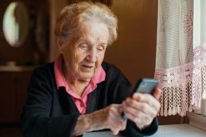 Rachunki za telefon: seniorzy bardziej rzetelni niż ludzie młodsi [Fot. De Visu - Fotolia.com]