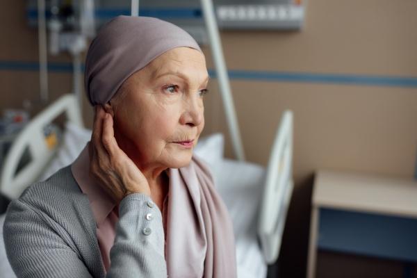 Rak - samotnym trudniej jest go pokonać [Fot. LIGHTFIELD STUDIOS - Fotolia.com]