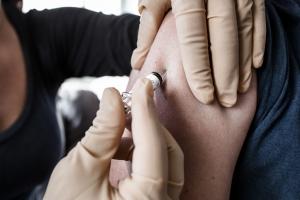Refundacja szczepień przeciw grypie coraz bardziej prawdopodobna [Fot. Mike Fouque - Fotolia.com]