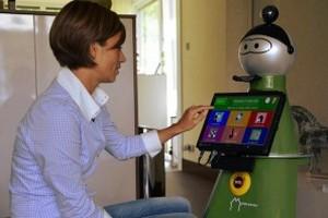 Robotyczni opiekunowie i inteligentne systemy dla osób starszych [fot. mobiserv.info]