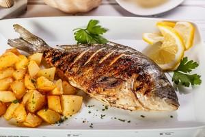 Ryby na talerzu nie zawsze zdrowe [© Grafvision - Fotolia.com]