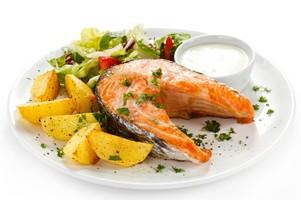 Ryby w diecie Polaków. Wciąż jemy ich za mało! [fot. Danie z rybą]