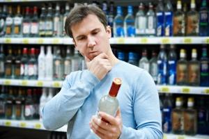 Samorząd zdecyduje czy w nocy kupimy alkohol. Powrócą meliny? [Fot. Sergey Ryzhov - Fotolia.com]